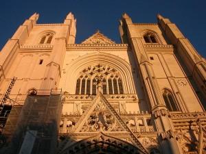 800px-Nantes_cathédrale-façade
